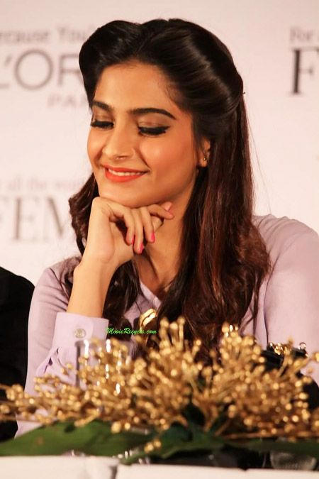 Here is photo gallery of Bollywood actress Sonam Kapoor hairstyles.  She looks fab in these curly, quiff, braid, pony and updo hair looks. C...
