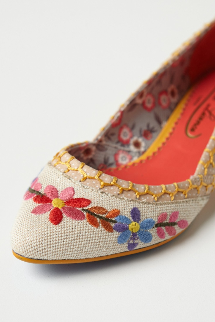 #PosyStitchedSkimmers #Anthropologie The more I look at these shoes the more I like them.