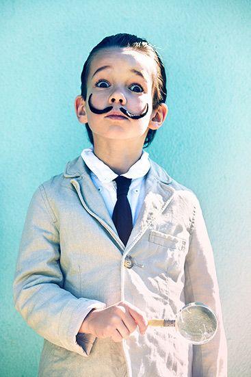 Niño disfrazado de Dalí. Foto: Esperanza Moya para Telva Niños Mayo 2011