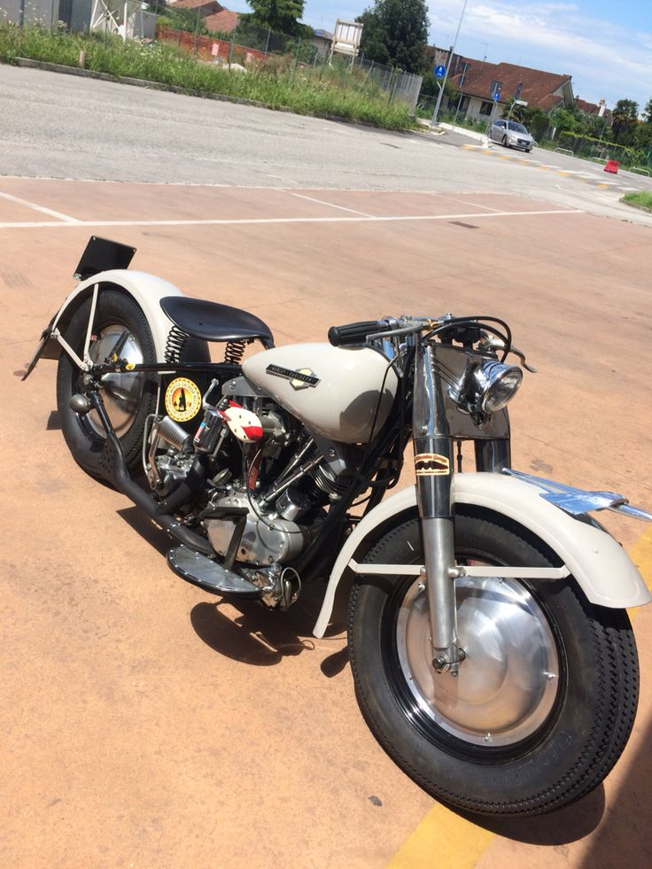 I work for 3 month for make this bobber. Is a 1966 early shovel on a rigid frame! I love it!