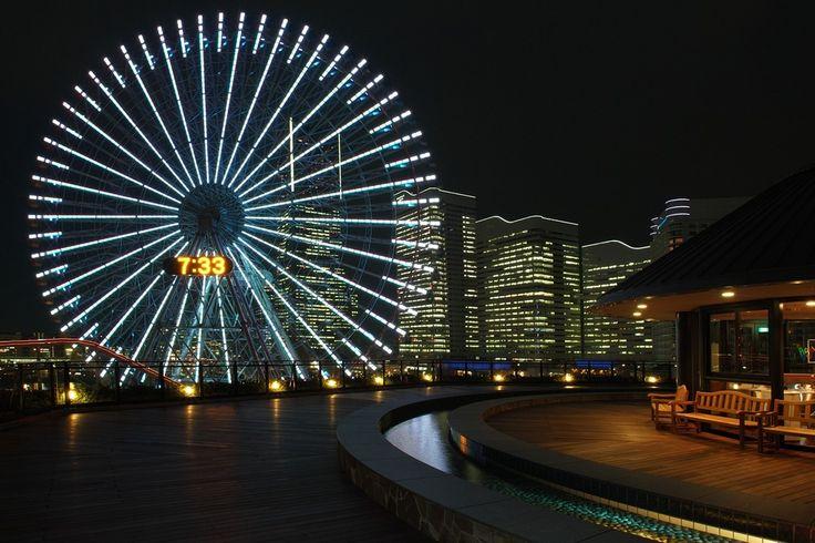 万葉倶楽部の屋上から みなとみらい 夜景 横浜 温泉 コスモクロック
