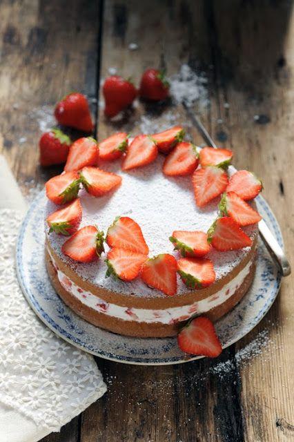 Dorian cuisine.com Mais pourquoi est-ce que je vous raconte ça... : Et si la cuisine c'était simple... Victoria sponge cake aux fraises tout simple... ou presque !