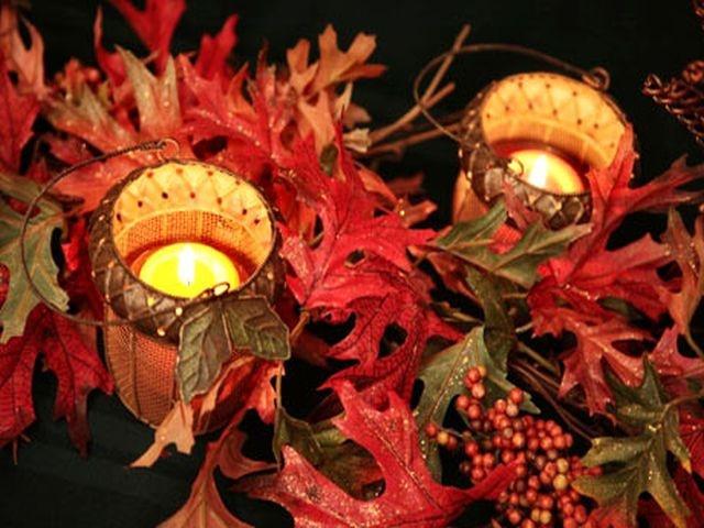 d coration de table pour mariage th me automne photophores avec feuilles ton rouge et vert. Black Bedroom Furniture Sets. Home Design Ideas
