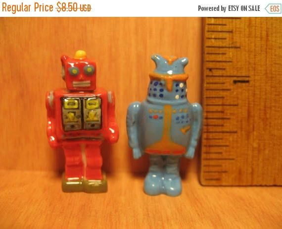 SALE ROBOTS Vintage TV Movie Style Tin Toy Robot French Feve