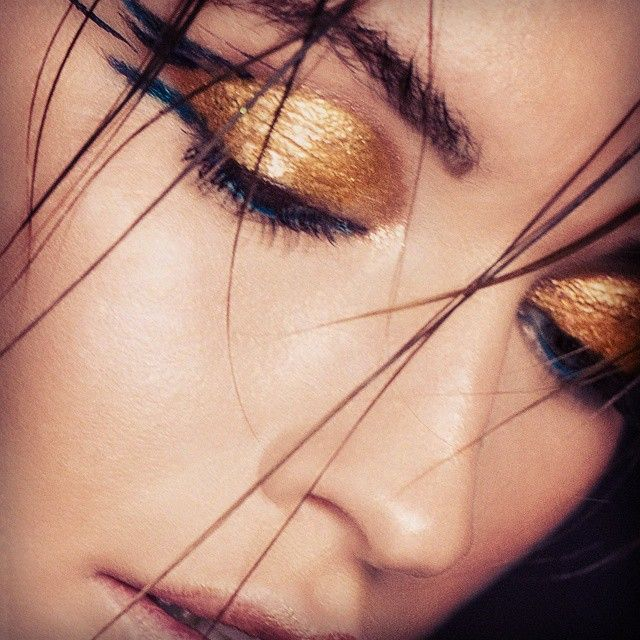 #photo #monikamotor @monikamotor_photography #beauty #model @dziun #makeup #mua #makeupbyme #eminorembergmakeupartist #freelancemakeupartist #makeuplover #gold #fun #lovemyjob #blueliner #shinyskin #hair @insane260688