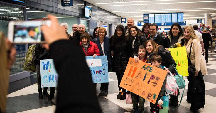 Volunteers from an Illinois synagogue gathered to greet one of the last Syrian refugee families to be accepted in the United States with the warmest possible welcome.