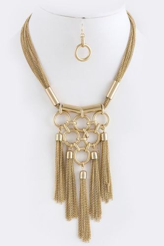 Tassels necklace.