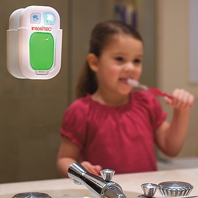"""Wash & Brush"" Timer. Light is green to go and blinks red when you can stop. For hand washing (20 sec) & Teeth brushing (2 min). Good idea."
