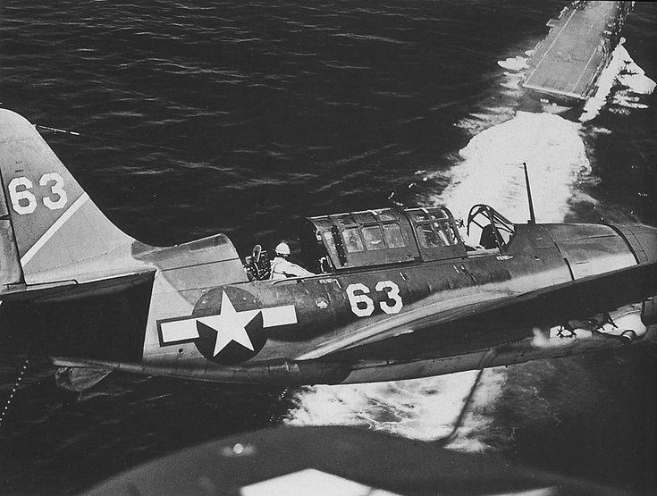 Us Navy SB2C Helldiver and Uss Yorktown