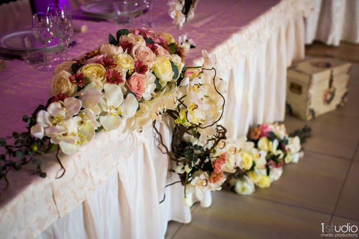 Florile sunt elementele esențiale ale unei nunți, dar cum le alegem? Descoperă în articolul de pe blog: http://decorcenter.ro/2016/04/01/cum-alegeti-florile-pentru-nunta/