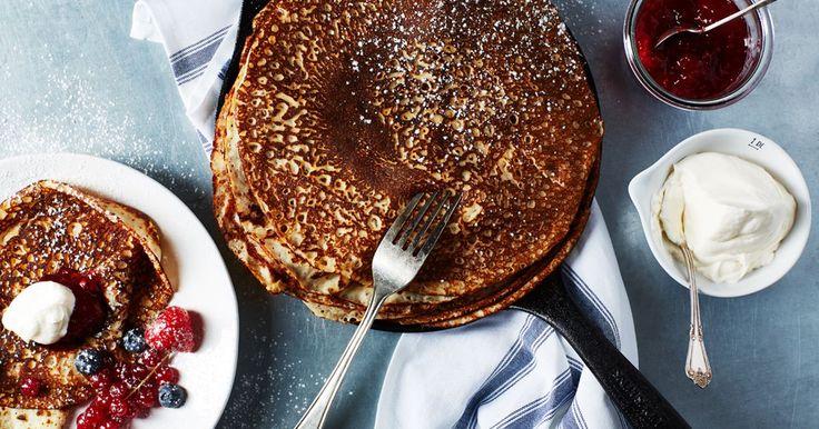 En klar vardagsfavorit! Här är ett enkelt grundrecept på tunna pannkakor, bara att steka och servera med sylt, grädde, glass eller kvarg.