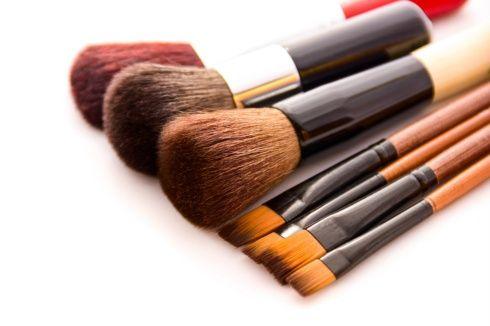 Te presentamos los tipsmás efectivos para limpiar tus implementos de maquillaje.