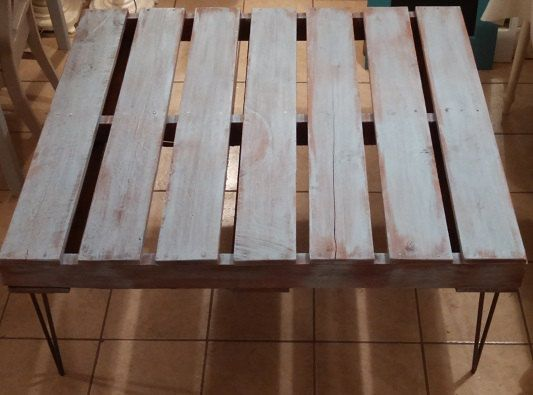 He encontrado este interesante anuncio de Etsy en https://www.etsy.com/es/listing/191208325/pallet-wood-table