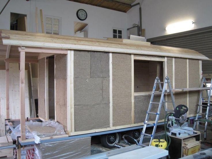 Zirkuswagen als Wohnwagen mit Saunawagen und Schlafwagen sowie Gartenwagen als Schlafwagen als neues mobiles Wohnhaus