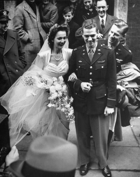 The actress Carole Landis marries Captain Thomas Wallace in London, 5 January 1943