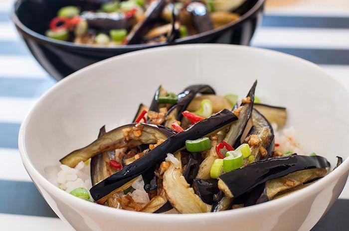 Si preparas esta receta de Berenjenas con Miel y Soja te vas a hacer famoso. Se trata de un plato sencillo y sumamente delicioso del que todos hablarán.