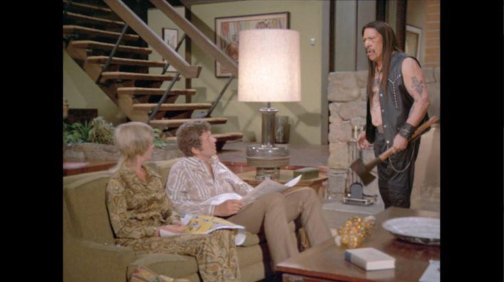 """SNICKERS® - """"The Brady Bunch"""" スーパーボウルで放映され話題をさらったスニッカーズのCM、""""The Brady Bunch""""。70年代に放映されたホームドラマ「ゆかいなブレディー家」のパロディ。"""