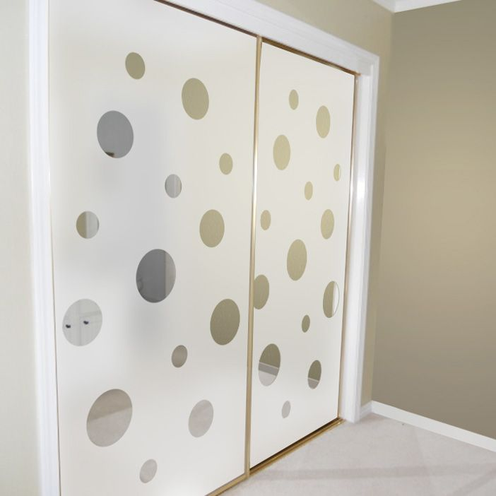 Closet door alternatives mirrored closet doors decorated for Ideas para decorar puertas