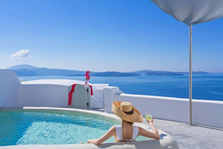 Enjoy every moment of the day! #Luxury #AndronisExperience #Santorini