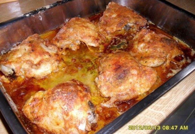Paprikás lisztes csirkecomb tepsiben sütve