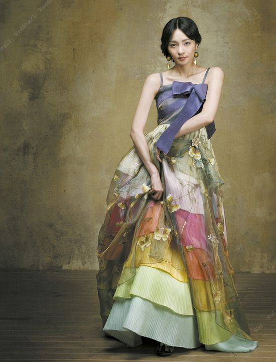 Such a pretty dress from a Korean wedding site, I think? Google Chrome didn't translate it for me, so I'm not sure.