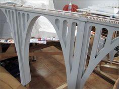 Construcción de un puente de tres arcos Hola a todos, En esta ocasión os mostraré la construcción del puente más grande de la maqueta. Siempre quis