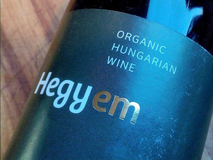Een rode wijn uit Hongarije van de Kékfrankos. Dat kan alleen maar van Cisca Ansem zijn, een Nederlandse wijnboerin in Hongarije...  Lees meer op http://www.wijngekken.nl/?p=40125  #hongarije #kekfrankos #hegyem #redwine #barrique