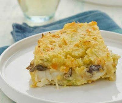 Tortino di #baccalà -  700 g di baccala ammollato dissalato, 700 g di patate, 25 g di funghi secchi, 130 g di burro, 4 tuorli d'uovo, 60 g di farina, 6 dl di latte, 1 carota, 1 cipolla, 1 gambo di sedano,  3 cucchiai di parmigiano grattugiato, sale.  Fonte ricetta completa: cucinasapori.blogspot.it Il parmigiano e il baccalà li trovi su www.gola.it