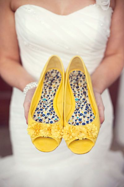 style me pretty yellow shoes