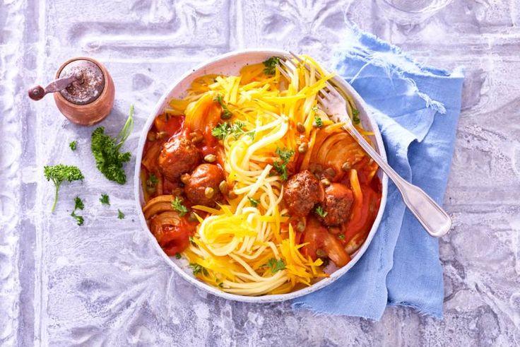 Ga voor een avondje vega! Met deze spaghetti bijvoorbeeld: een mix van 'gewone' en pompoenspaghetti - Recept - Allerhande