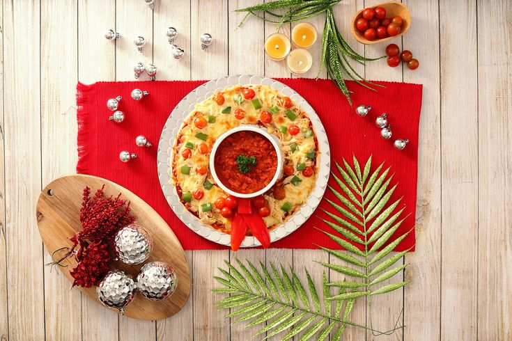 Figatza corona.  #emiliomartinez #ivanmartinez #twins #eat #pizzathat #foooodieee #pizza #socheesy #stacked #stuffed #nodiettoday #dietstartstomorrow #bae #heaven #heavenly #pizzaparty #getinmybelly #thursday #snacktime #vegan #govegan #crueltyfree #plantbased #cleaneating #health #fitfam #fitness #healthy #fit #vegansofig
