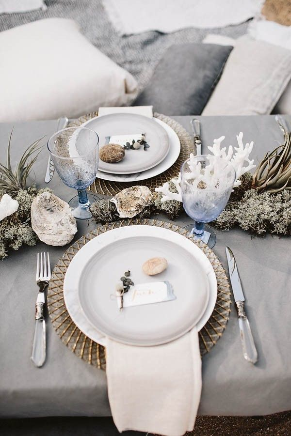 Metallic accents paired with natural beach elements set the atmosphere for a beach wedding | Image by Kelsy and Rocky