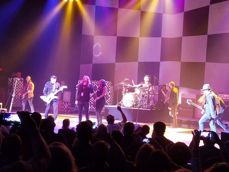 @CalebJohnson How awesome was this!?!? @cheaptrick brought the whole band out to sing We're All Alright during their encore! Fantastic show!