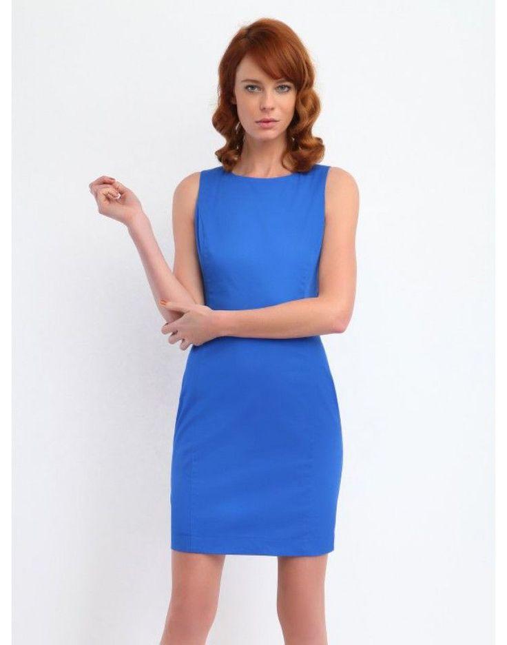 All day φόρεμα. Συνδυάζεται με κόκκινο μαλλί ή το αντίστροφο