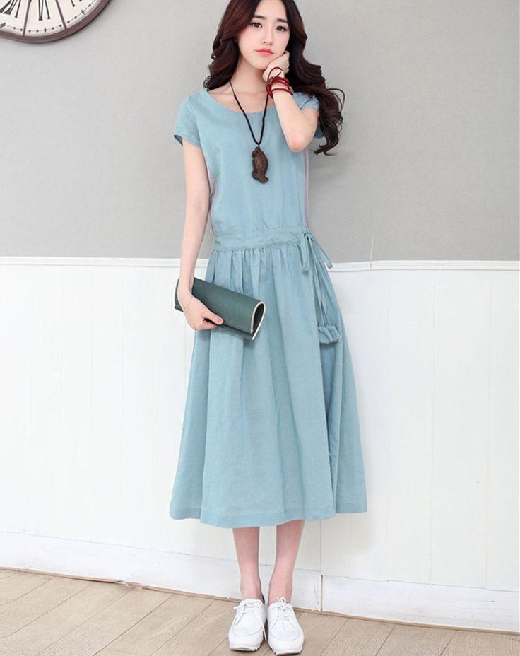 Удлиненное расклешенное платье с коротким рукавом и кулиской по талии