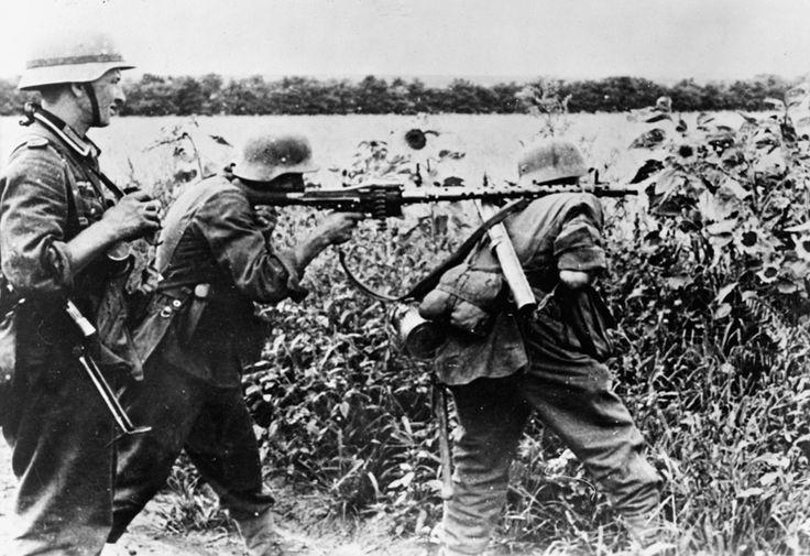 German MG34 team France 1944ww