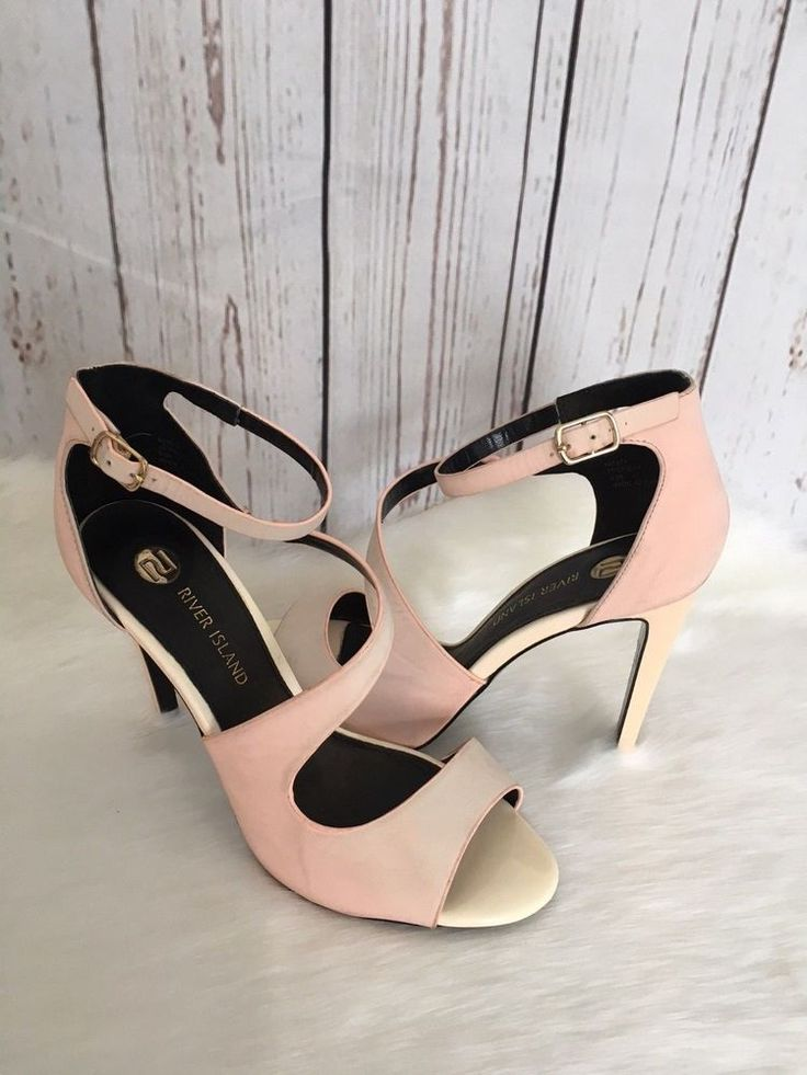The gorgeous light pink beige heels.