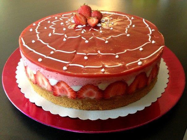 Fraisier vegan => 1/3 de crème vanille en moins, un peu plus de fraises en plus