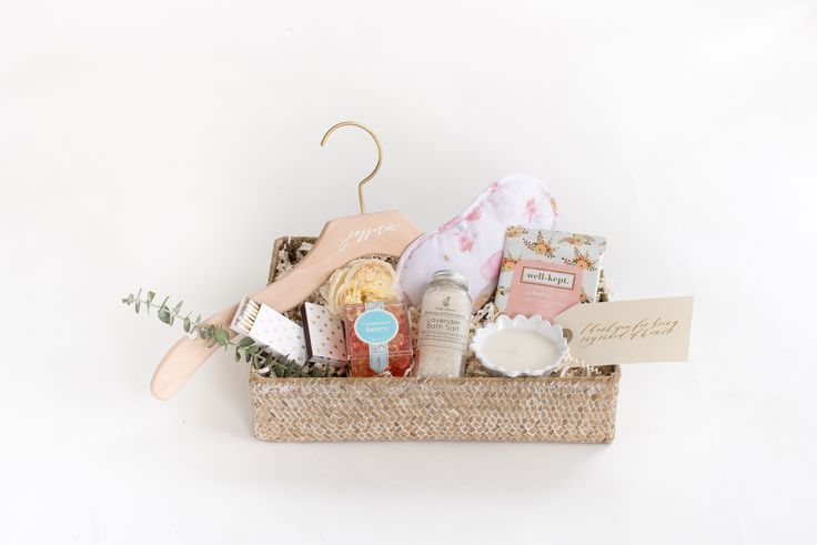 BRIDESMAID GIFT BASKETS Marigold & Grey creates artisan gifts for all occasions. Wedding welcome gifts. Workshop swag. Client gifts. Corporate event gifts. Bridesmaid gifts. Groomsmen Gifts. Holiday Gifts. Order online or inquire about custom gift design. http://www.marigoldgrey.com Image: Laura Metzler
