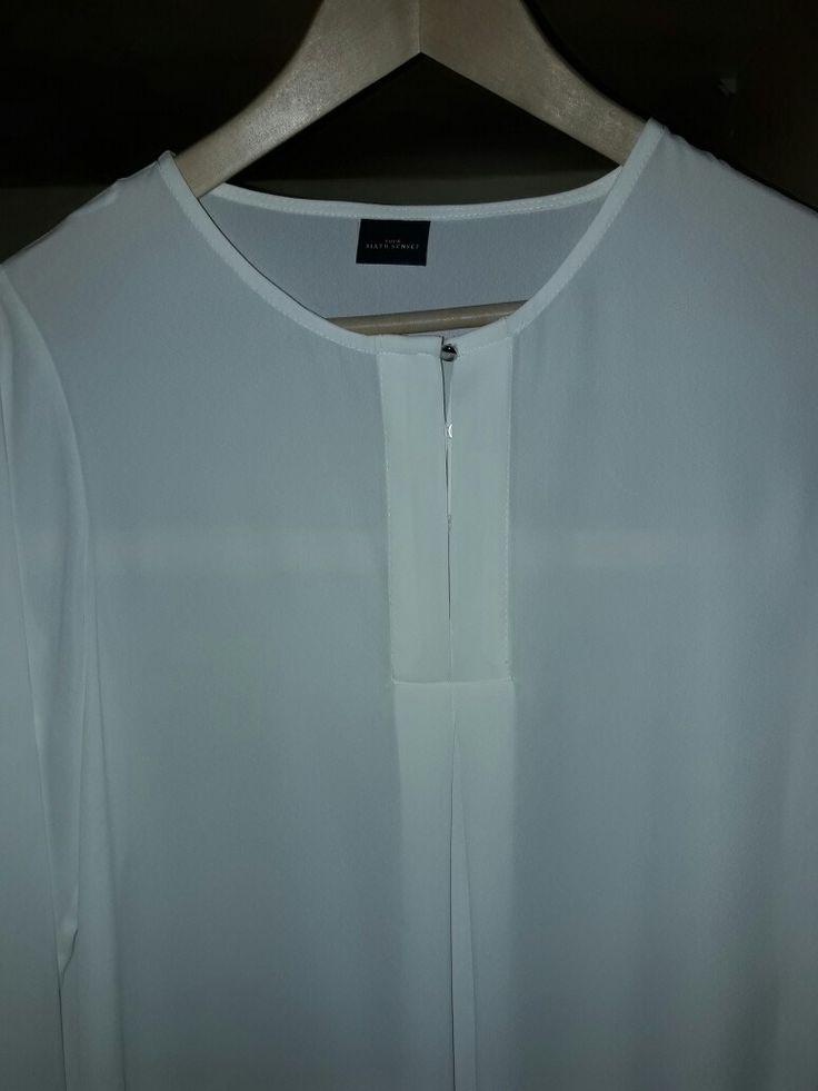 Vandaag voor het eerst bewust minimalistisch geshopt:wit strak hemd, zwarte broek... duurzaam 😊