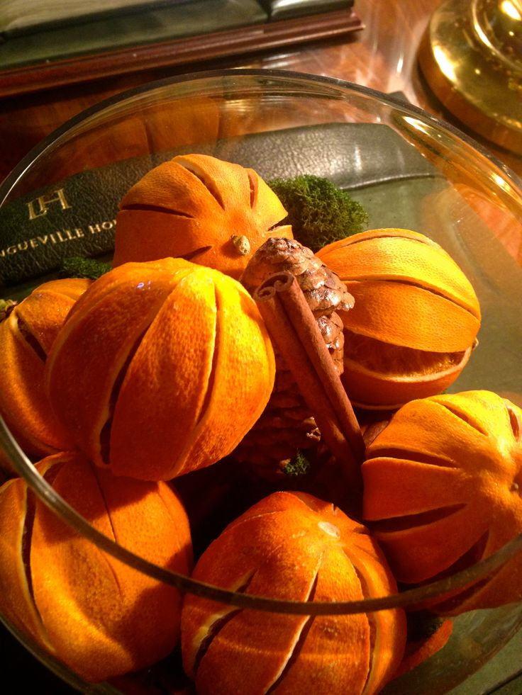 Home-made Decorations-Dried Clementines, Cinnamon Sticks & Pinecones