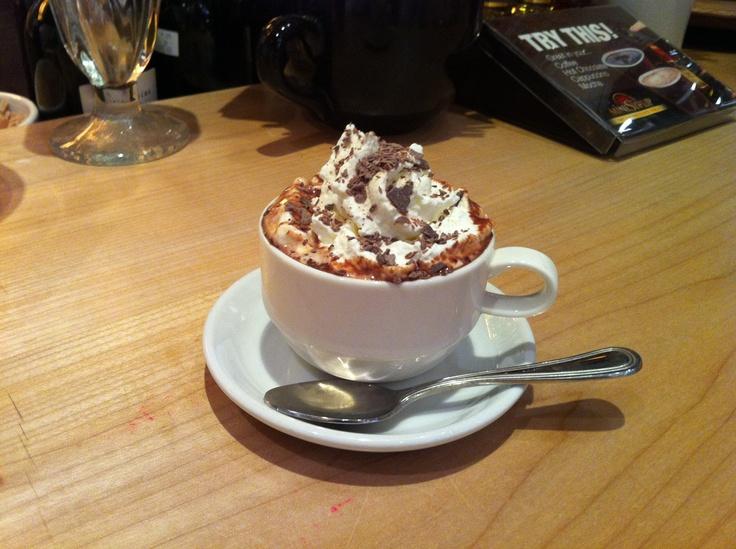 Die beste heiße Schokolade! Machen Sie 1 1/2 Stärke, Rohrleitungen heiß. Um Schlagsahne für …