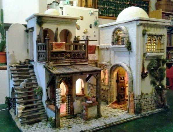 Conjunto de dos casas con Arco que las comunica.        Los interiores están decorados.        Frontal con el conjunto de las dos casa...