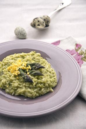 Risotto asparagi provola affumicata e mimosa di uova di quaglia
