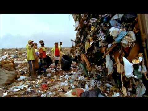 the Waste Land  2010, 99 minutes  Directed by Lucy Walker and Karen Harley    A look at the lives of the Brazilian garbage pickers who collect recyclables and other valuable materials from the recently closed Jardim Gramacho landfill in Rio de Janeiro. Artist Vik Muniz collaborates with the garbage pickers to create massive portraits constructed out of refuse from the dump.