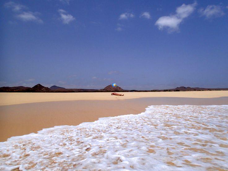 #Praia #SantaMónica – Santa Monica #Beach auf #BoaVista. #Urlaub der besonderen Art. Feinster, über kilometer langer #Sandstrand im Südwesten der #Insel. Wohl einer der schönsten #Strände der Welt. Diesen Urlaub vergisst man nicht so schnell und viele kommen gern wieder. Die #Hotels sind durchweg gut bewertet und haben eine hohe Wiederempfehlungsquote. Über http://boavistianer.de/kapverden-boa-vista-urlaub.php alle Infos zur Insel und Reiseangebote mit #Bestpreisgarantie.