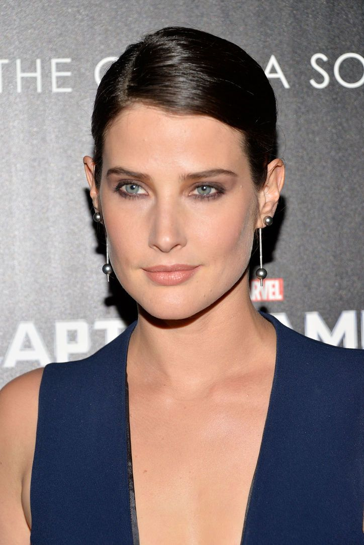Cobie Smulders's sultry smokey eye. Prom 2014.
