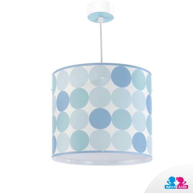 Eine Lampe mit blauen Tupfen bewährt sich sowohl im Jungen- als auch Mädchenzimmer. #lampe #kinderzimmer #einrichtungsdesign