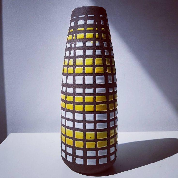 Strehla East German vase  #strehla #east #eastgermany #wgp #westgermanpottery #germany #german #yellow #white #brown #vase #vintage #modern #geometricart #art #design #designer #midcentury #retro #flower #flowers