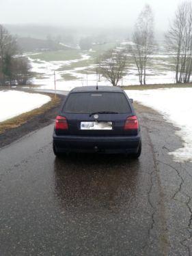 Verkaufe einen Golf 3 GTI 16 V 2,0 Edition mit 150 PS.Die Farbe des Fahrzeuges ist lila blau Effekt.Das Fahrzeug hat original 240000 Kilometer, es wurde ein anderer Tacho eingebaut da der alte defekt war.Lief auf Saison wurde im Winter von mir nicht gefahren.Probefahrt jederzeit m�glichAusstattung:EURO 3 Kat Schraubfahrwerk Golf 4 Look Scheinwerfer vorne  Sportsitze Zentralverriegelung mit funkBlaukeil windschutzscheibeAHK Alufelgen elektrische Fensterheber KlimatronikSitzheizung…